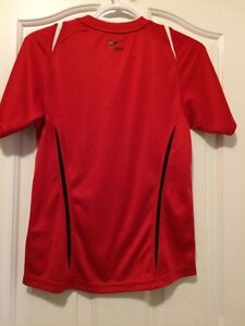 Nike Fit Dry tee Youth Med Kingston Kingston Area image 2