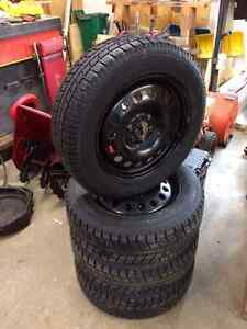 215 / 65 / 17 Toyo Observe GSi-5 Ice and Snow Tires in Mint Cond