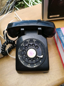 Vintage working black telephone