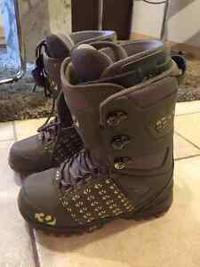 Women's Snowboard Boots Size 7.5 : by thirty-two - lashed boot -