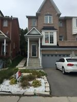 Beautiful freehold end unit luxury townhome in Fergus