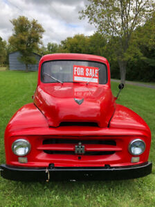 International Harvester R-110 Antique Pickup Truck