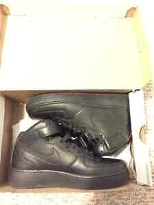 AIRFORCE 1 BLACK MID SIZE 7
