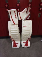 Goalie pads 35+1 or 35+2 and glove set