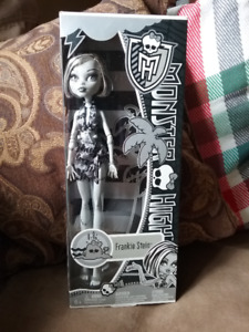 Monster High doll Frankie Stein, excellent condition, boxed, rar