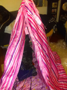 Teepee or tent pink for play. Two swings for tree.tent 3p camper