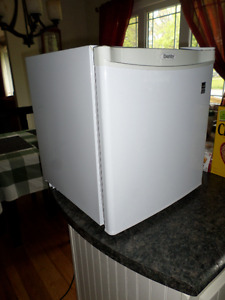 Mini-Fridge (Danby)