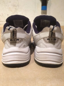 Men's Nike Air Monarch Shoes Size 8.5 Wide London Ontario image 3
