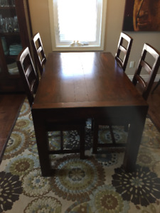 For sale - Gorgeous Urban Barn 5 Piece Dining Room Set