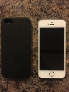 iPhone 5S 32 GB with Apple leather case