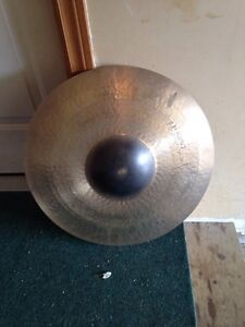 22 hand hammered power bell ride *cracked* Cambridge Kitchener Area image 1