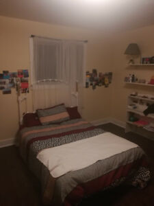 STUDENT HOUSING ONE ROOM AVAILABLE IN A THREE ROOM HOUSE