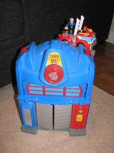 Transformers Rescue Bots Optimus Prime Fire Station