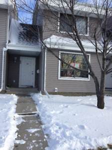 3 BEDROOMS TOWNHOME IN TEMPLE N.E.