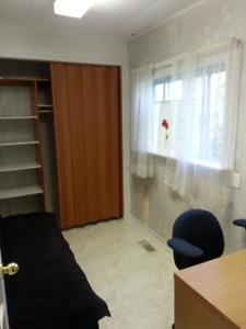Great Location - STUDENTS- INTERNET UTILITES CLEANING INCL SEP 1