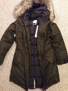 ARITZIA WINTER COAT - never worn, tags on, perfect condition Kingston Kingston Area image 8