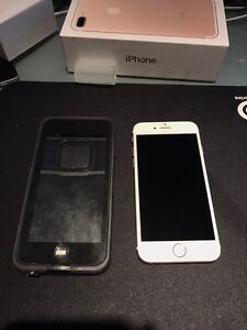 Factory unlocked IPhone 6 128 gb gold mint condition London Ontario image 1