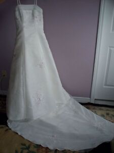 Alfred Sung Wedding Gown Peterborough Peterborough Area image 3