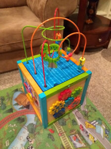 Maze cube - Bead toy for sale (very good condition)