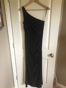 Black one arm gown - size 8