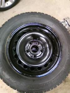Pneus et roue acier 195 65 15 nort frost
