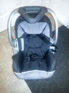 Car seat with support base baby trend Kitchener / Waterloo Kitchener Area image 1