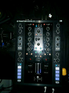 Native Instruments Traktor Z2 Mixer/Controller