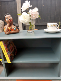 Small shelving unit /coffee table/tv stand