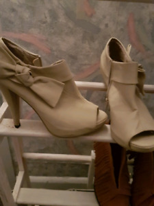 size 8.5 suzy sher heels