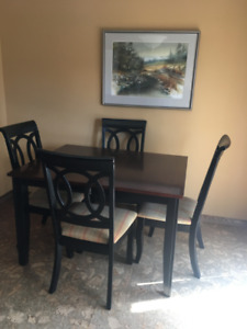 Kitchen table and 4 chairs with leaf