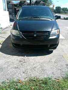 2005 dodge caravan with safety and e-test great condition Low km
