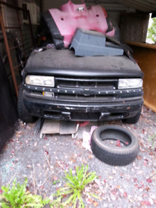 Everything 99 to 03 s10 4x4 an 4x4 Zr2 parts!!