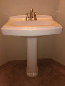 Pedestal Sink with Leg and faucet - new