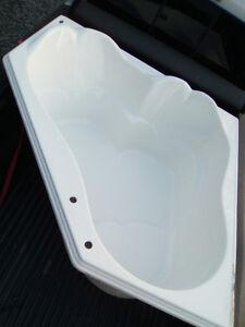 Bain d'angle en parfait etat / Perfect corner Bath / 54 x 54