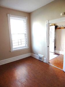4 BEDROOM UNIVERSITY OF OTTAWA STUDENT HOUSE - BY WARD MARKET