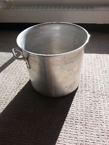 Gigantic 32 liter stainless steel pot. No lid. Downtown-West End Greater Vancouver Area image 1