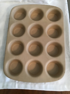 Vintage Pampered Chef Stoneware Muffin Pan Large