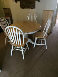 "Kuolin 42"" Oak Table and Chairs w/18"" Leaf"