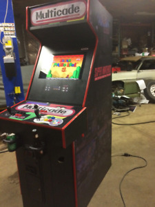 BEAUTIFUL MULTICADE ARCADE CABINET THOUSANDS OF GAMES MUST SEE