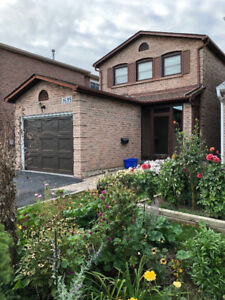 **3BDRM + 2.5BTH DETACHED HOUSE IN PRIME LOCATION MISSISSAUGA**