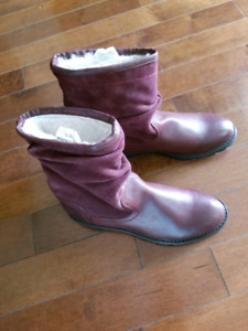 New Womens winter boots 11D