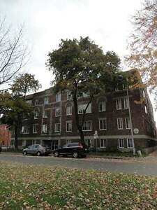 5 1/2 - Westmount location, spacious, clean, bright