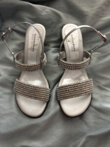 TOWN SHOES-SIZE 40 (Size 9) **Only worn once**