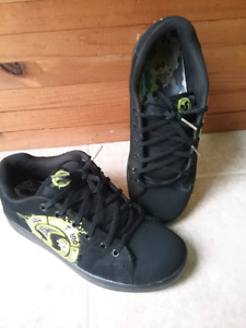 DVS skateboard shoes bots size 5-6