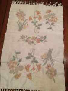 Deco Floral Embroidery 22x33 Area Rug...Beautiful...stunning... London Ontario image 1