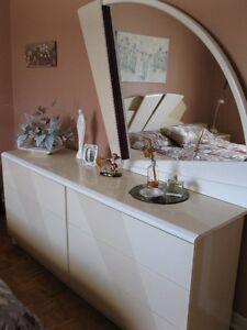 lit, matelas, 2 bureaux, 2 tables de chevet - prix super réduit