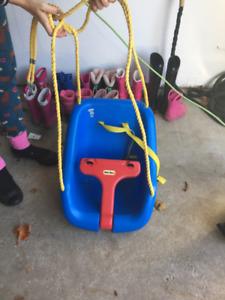Little Tike's 2 in 1 Snug N' Secure Outdoor Swing
