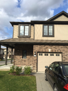 3 Bedrooms Townhouse/ Sarnia and Wonderland