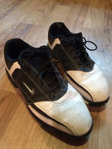 Nike Size 10.5 Mens Golf Shoes