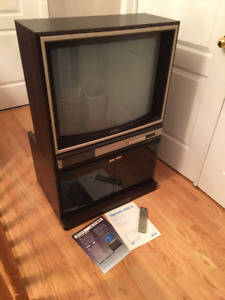 Sony 28'' TV with Match Stand and remote